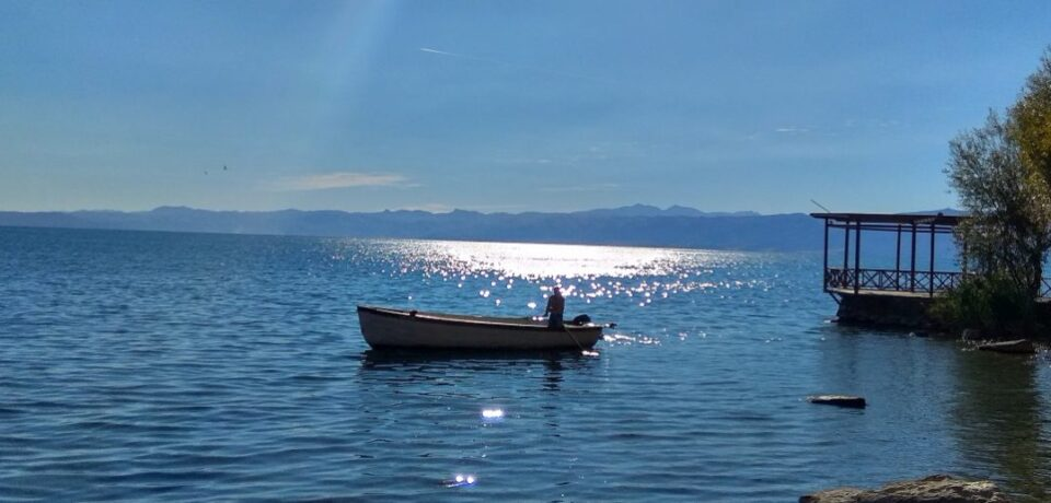 Екологистите апелираат Пендаровски итно да го стави Охрид под привремена заштита