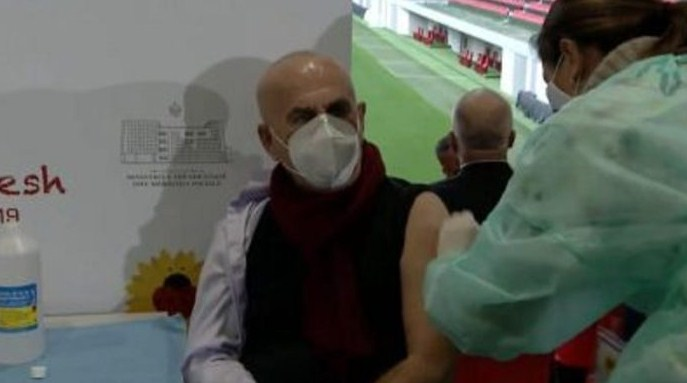 Се вакцинираше меѓу првите: Доктор од Инфективната клиника во Тирана позитивен на корона вирус!