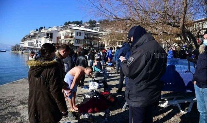 Пријава за 49 верници кои вчера влегоа во осветените води на Охридското езеро
