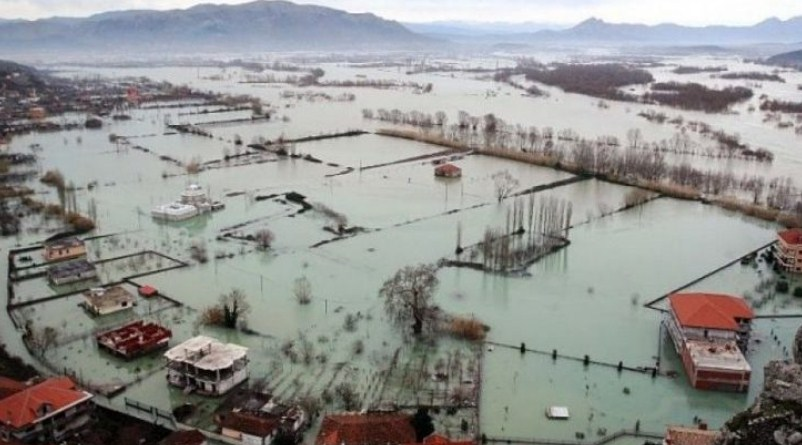 Поплави во северна Албанија: Под вода 5.400 хектари земјиште и 200 домови