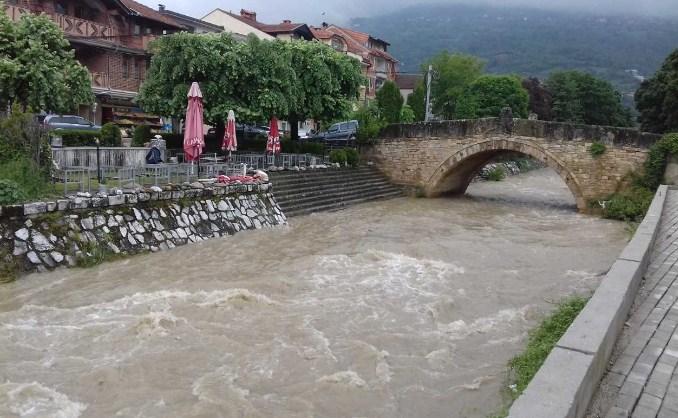 Локални излевања на Вардар, Крива Река и Пчиња, се очекува натамошно зголемување на водостоите
