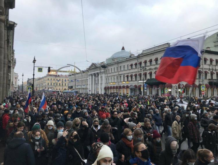 На протестите во Москва повредени најмалку 42 полицајци