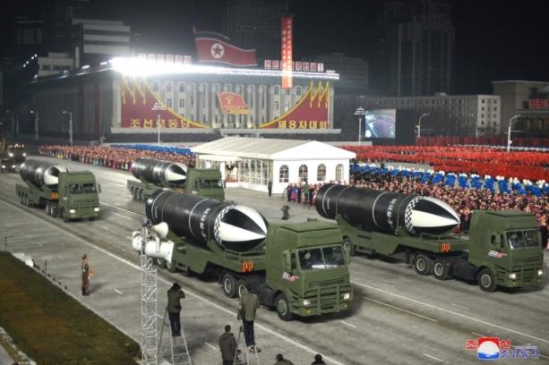 """Северна Кореја ја претстави ракетата """"Пукгуксонг-5""""- """"најмоќното оружје на светот"""""""