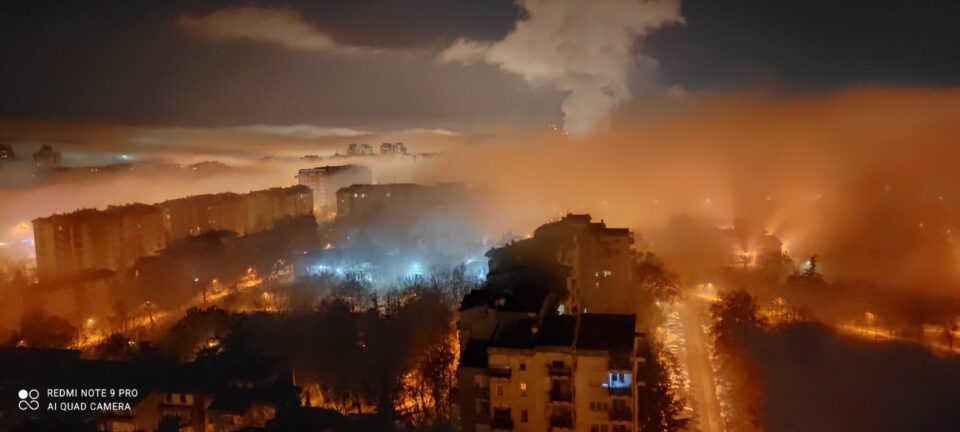Советничка група на ВМРО-ДПМНЕ: Шилегов не мрдна со прст за решавање на аерозагадувањето, запрепастувачки фотографии – Скопје се гуши