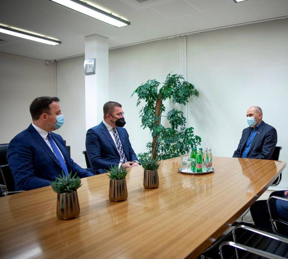 Мицкоски по средбата со премиерот Јанша: Економијата е девастирана што е последица на неспособноста на владата, да се следат  позитивните примери и искуства како Словенија