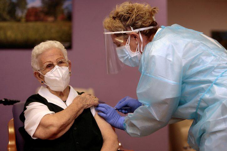 Во Србија вакцинирани повеќе од 630.000 луѓе