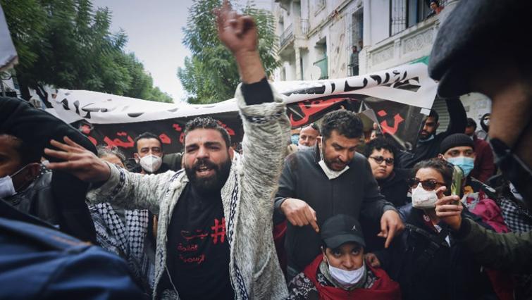 Насилни протести во Тунис поради економската криза
