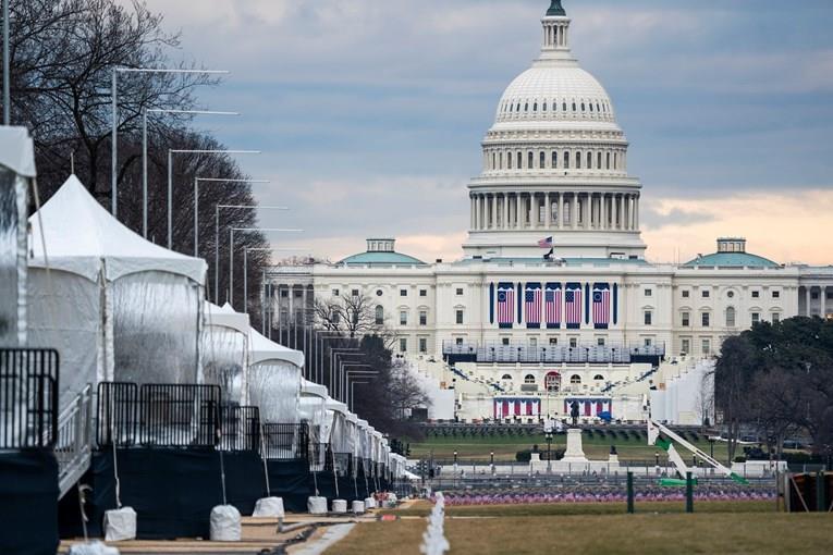 Нобична инаугурација во Вашингтон, 200.000 знамиња наместо луѓе во градот полн со војска