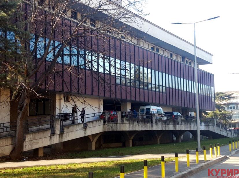 Две баби од Скопје повредени во сообраќајка, автомобил удрил во нив