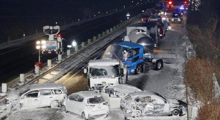 Се судрија 130 возила, хаос на автопат во Јапонија