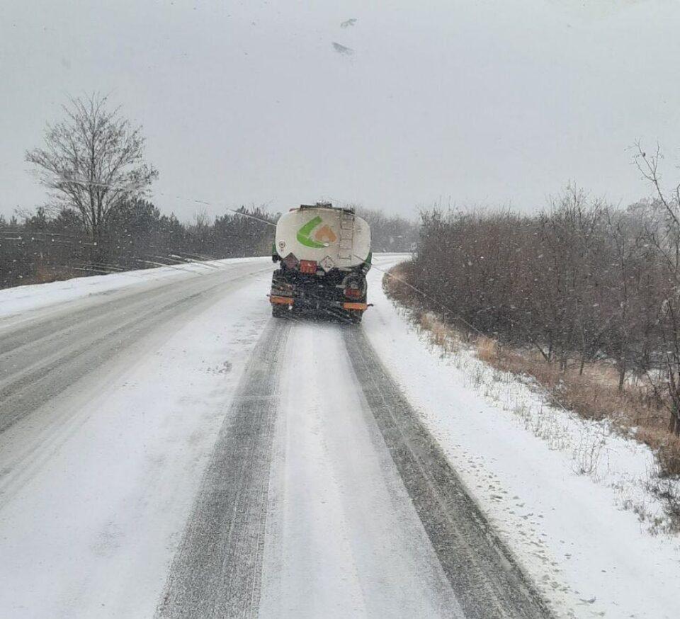Ниту еден автопат ниту регионален пат во земјава не е исчистен: Ситуацијата на терен загрижувачка за безбедноста на возачите (ФОТО)
