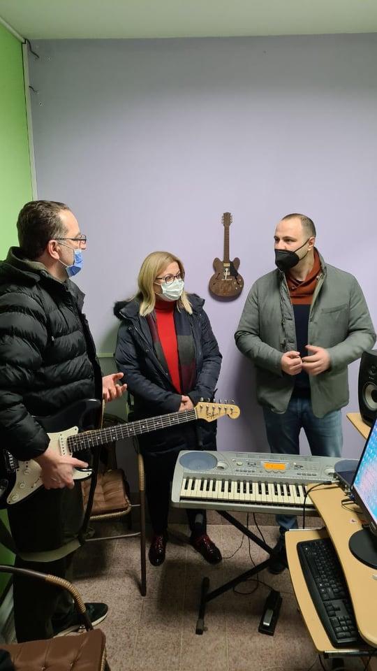 Мисајловски, Стојаноска и Петрушевски со поддршка на уметниците во Куманово (ФОТО)