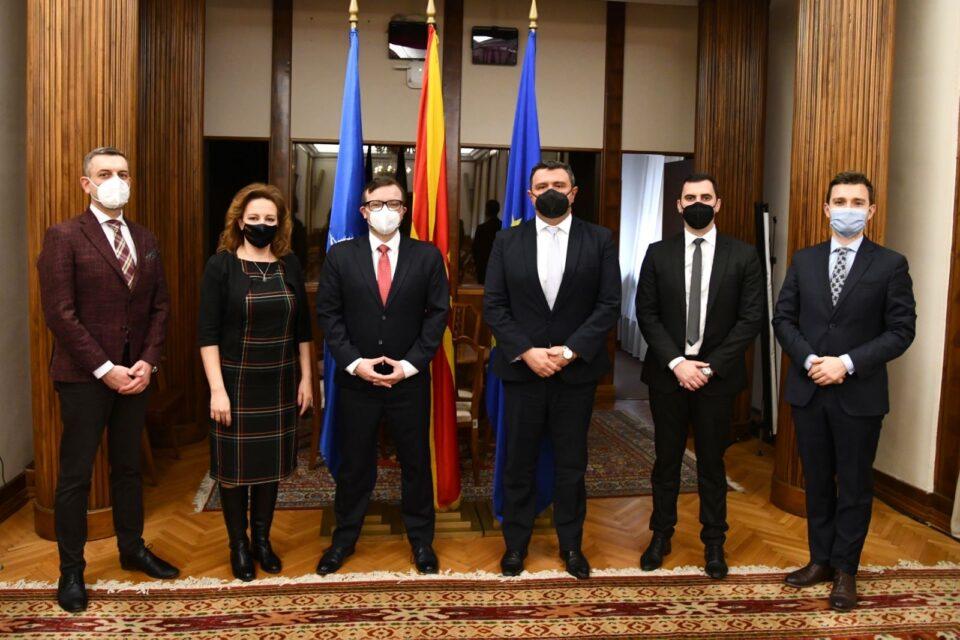 Пратеничката група на ВМРО-ДПМНЕ оствари средба со новиот директор на Фондацијата Конрад Аденауер во Македонија