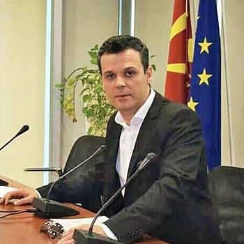 Минов до власта: Од 27 земји во ЕУ во 20 предметот историја е задолжителен, послушајте ги попаметните во Европа и надлежните во Македонија
