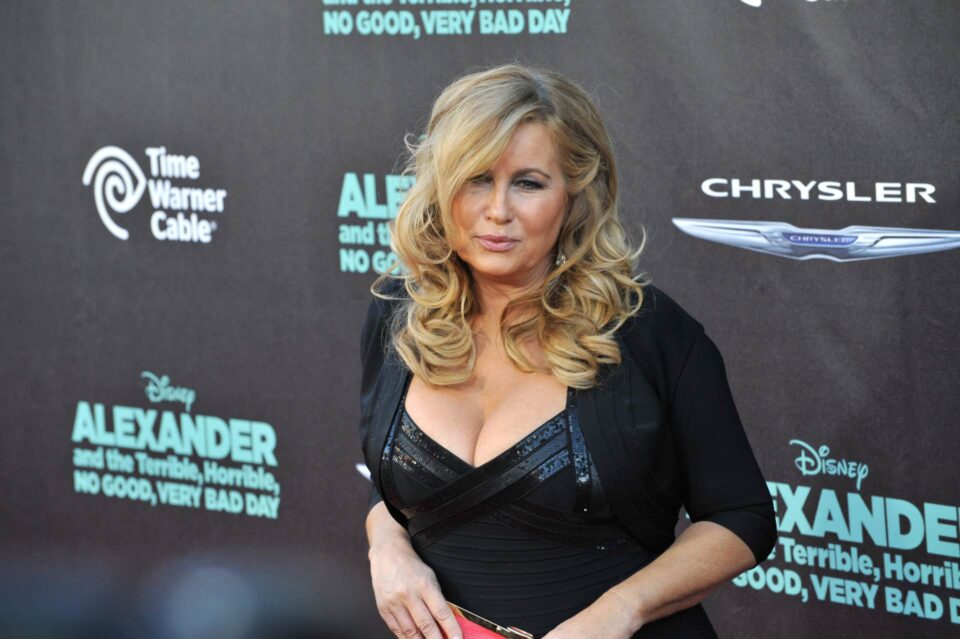 Луда стратегија: Познатата актерка за да биде интимна со двајца мажи ги лажела дека има сестра близначка (видео)