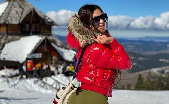 Станија го прифати предизвикот без поговор: Од топлес на снегот до гола крај прозорецот на Златибор (ФОТО)