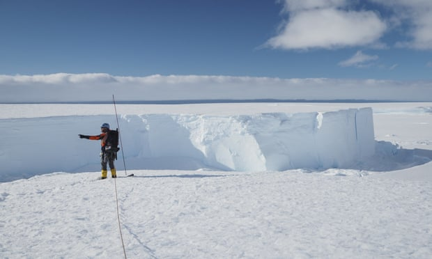 Санта мраз со површина поголема од Лондон се откачи од Антарктикот