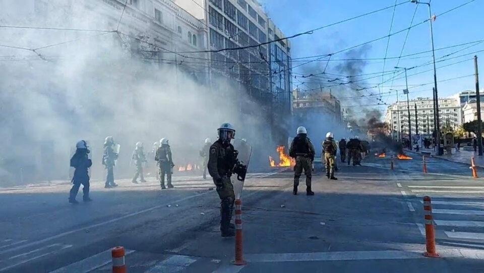 Приведени 52 лица на вчерашните студенски протести во Атина