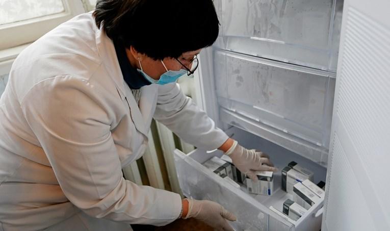 Јапонските компании го засилија производството на замрзнувачи за вакцини