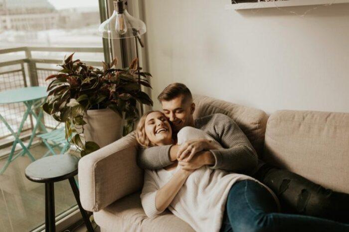 Заборавивте како е да се биде романтичен во врската?! 5 сигурни начини како повторно да ја раздрмате страст
