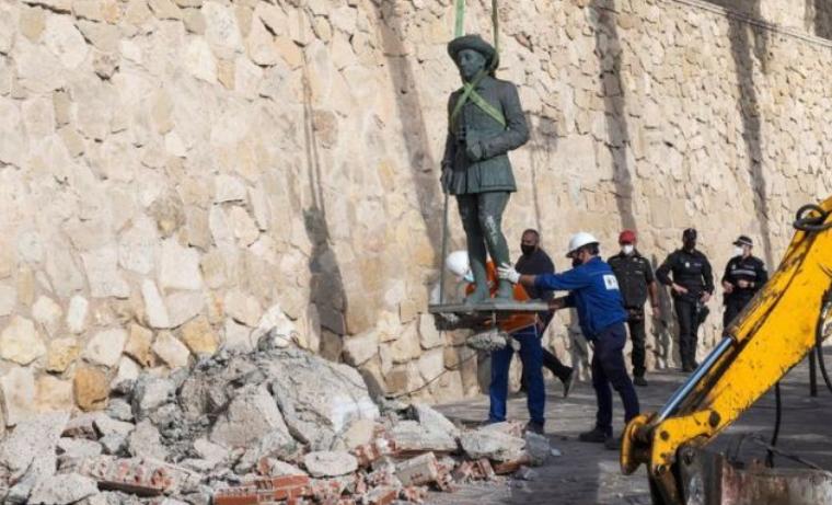 Шпанија: Отстранета последната статуа на диктаторот Франсиско Франко