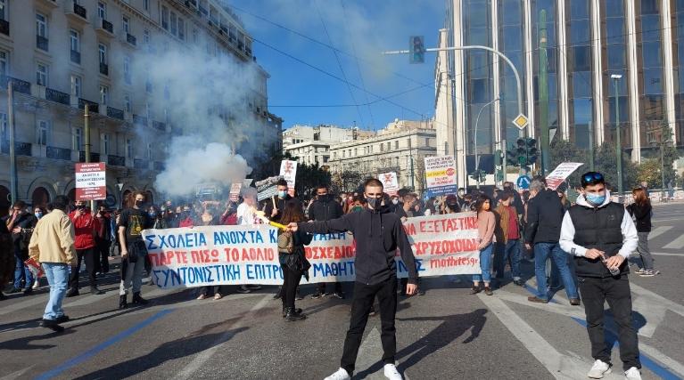 Нов протест на студентите во Атина поради промените во високото образование