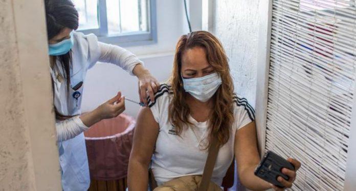 Израел вакцинираше над 70 проценти од населението со прва доза