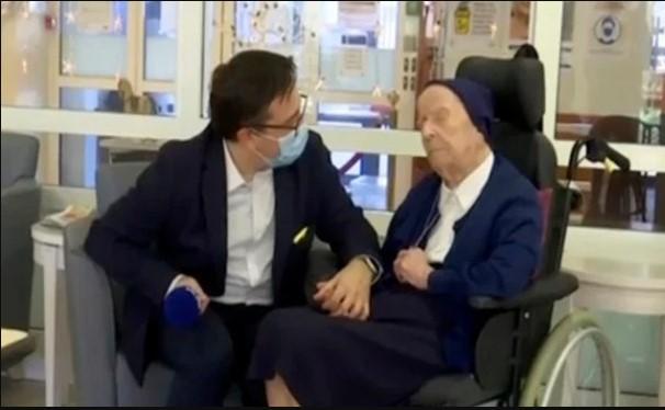 Таа е во инвалидска количка и слепа, а има 117 години: Оваа супер бабичка го победи коронавирусот