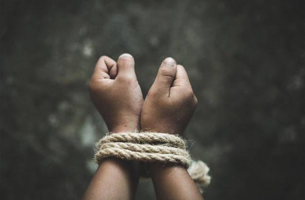 Вооружена група упаднала во средно училиште – киднапирани најмалку 300 девојчиња во Нигерија