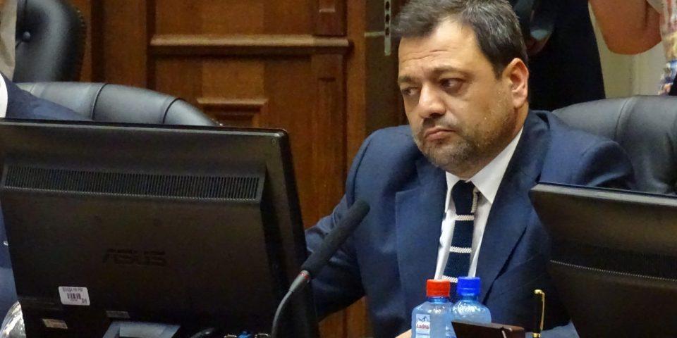 Анѓушев ќе ја тужи новинарката Цветковска и ИРЛ – истовремено ја истакнува почитта кон слободата на изразување