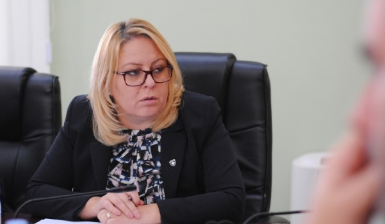Во Косово министерката за финансии си поднесе оставка – именуван на тоа место е досегашниот заменик министер