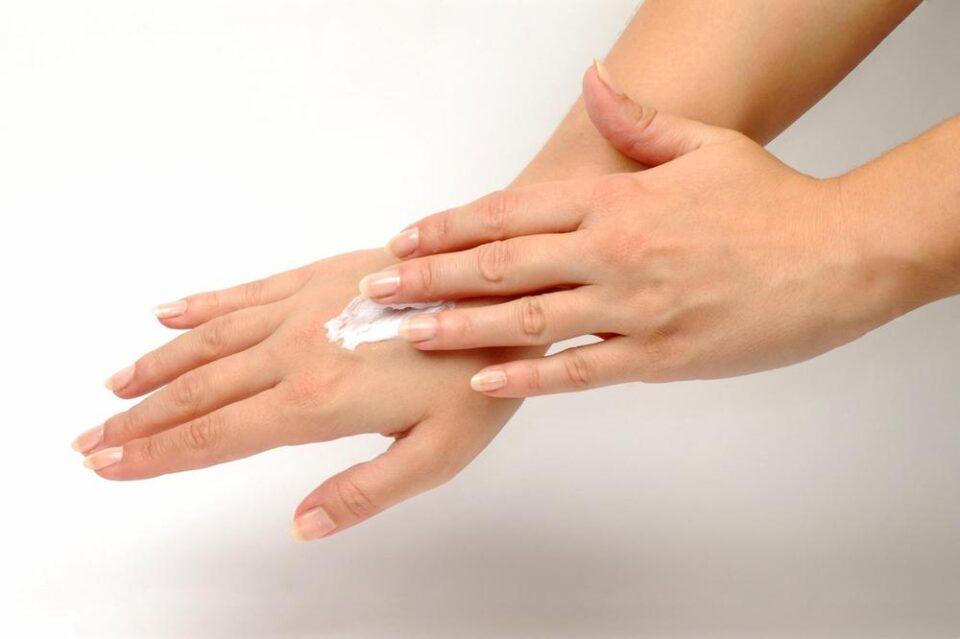 Кога купувате креми, проверете дали ги имаат ОВИЕ состојки – ќе ја обноват вашата кожа!