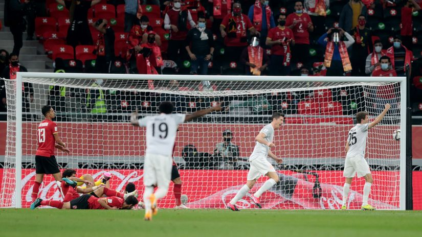 Левандовски со два гола обезбеди финале за Баерн Минхен во Доха