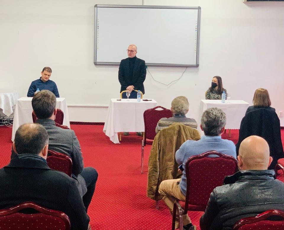 Милошоски на средба со стопанствениците од Струга, се разгледуваат можностите на кој начин преку Собранието да им се помогне на истите