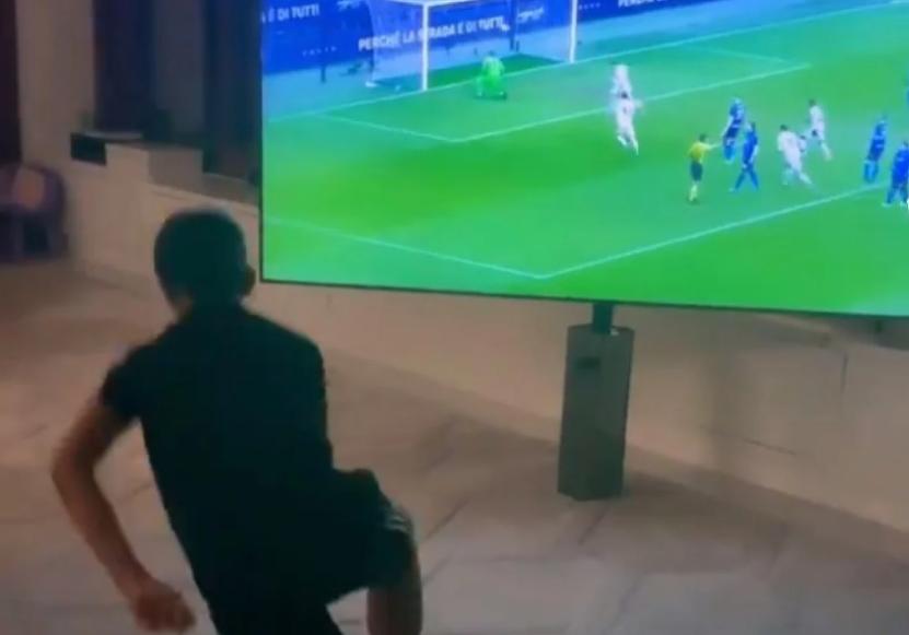 """ВИДЕО: Синот на Роналдо во """"транс"""" по голот на неговиот татко"""
