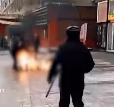 ВИДЕО: Русин се поли со бензин и се запали на улица