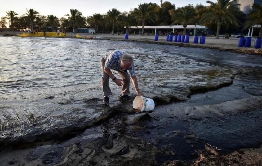 Затворени плажи на Медитеранот поради излевање на нафта