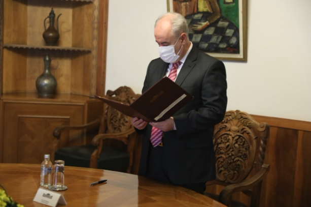 Зибери даде свечена изјава како народен правобранител