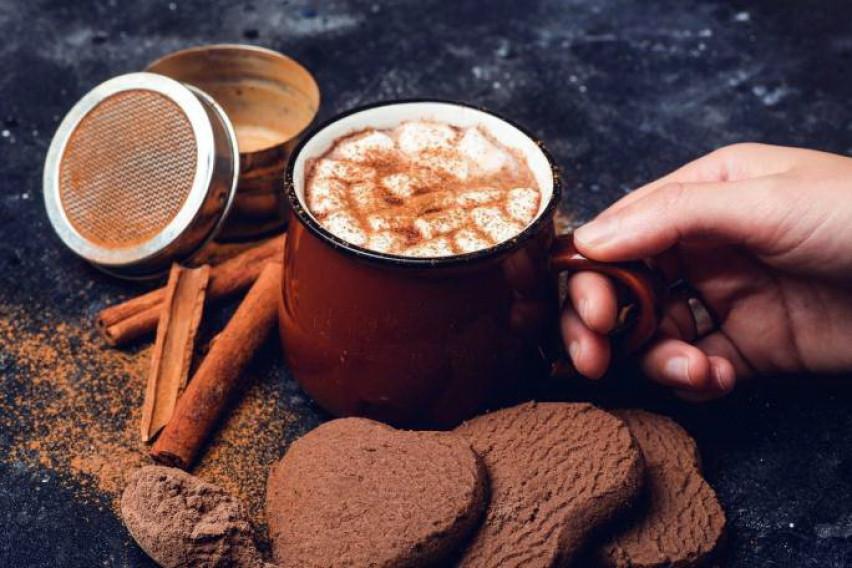 Ги буди сите сетила и грее во студените денови: Рецепт за неодоливо топло чоколадо