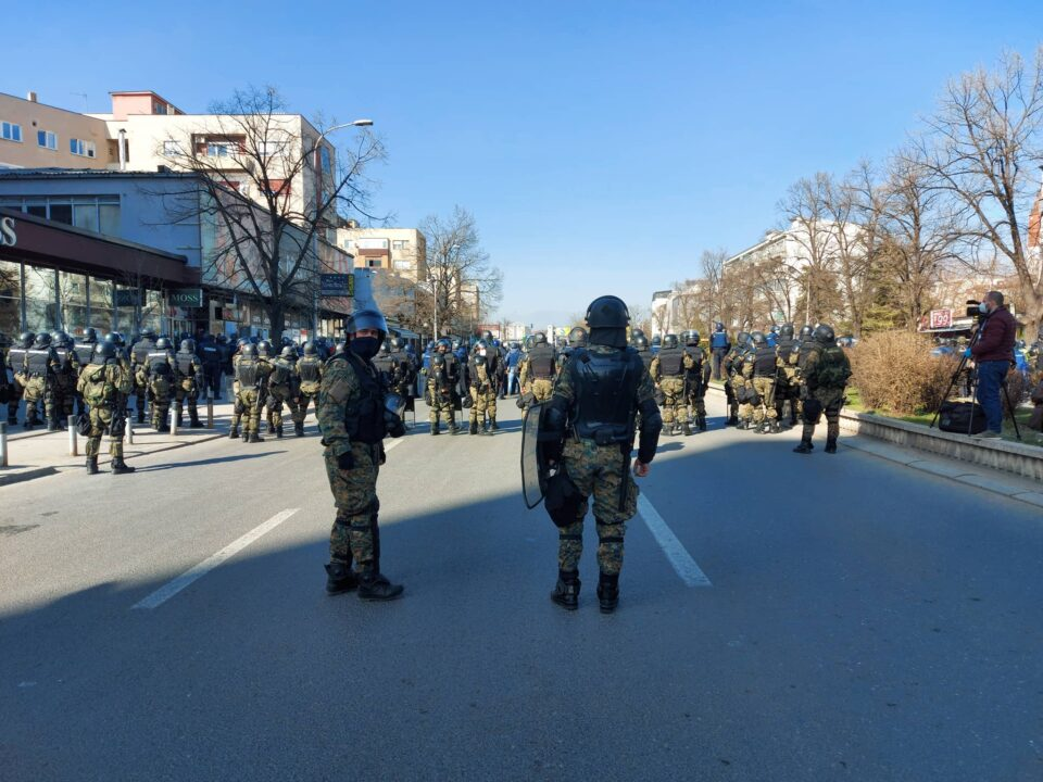 ФОТО: Полицијата ќе се обиде да ги спречи демонстрантите да дојдат до пред судот!