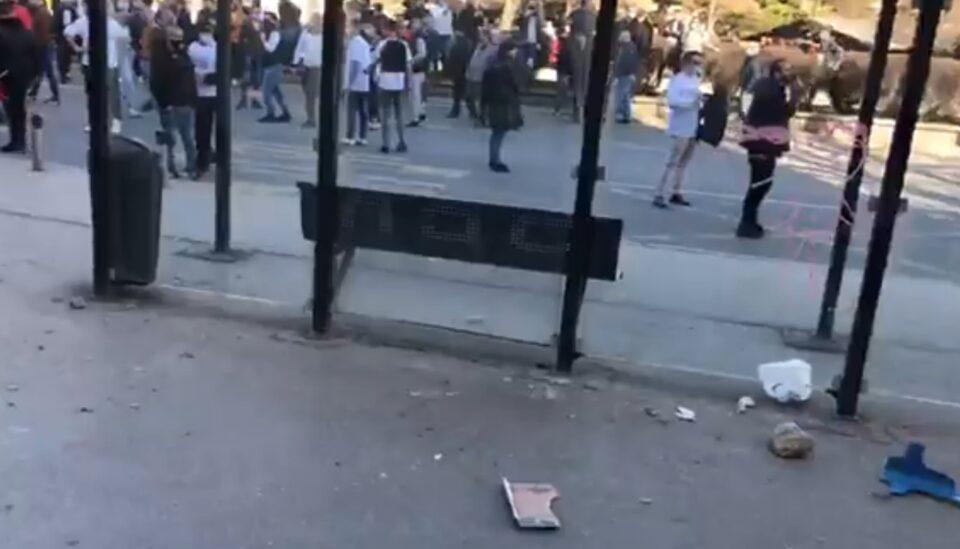 """Новинарска екипа нападната на протестот за """"Монструм"""" (ВИДЕО)"""