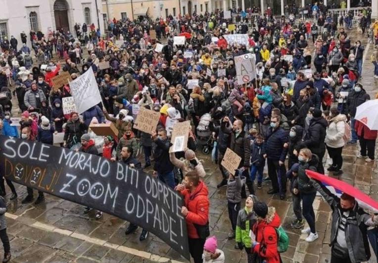 Словенија: Продолжуваат протестите поради затворањето на училиштата