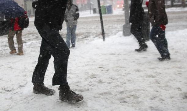 Паѓале на снег и се лизгале од мразот, над 40 граѓани од Кочани добиле скршеници и други повреди
