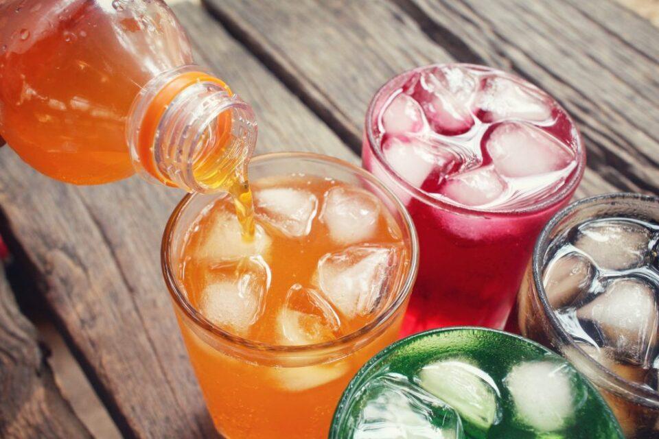 Овошните сокови се штетни, ако имаат шеќер мора да ги заборавите