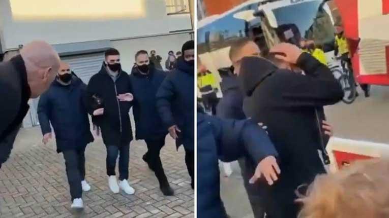 Тадиќ нападнат од навивачите на ПСВ,погоден со паричка во глава (ВИДЕО)