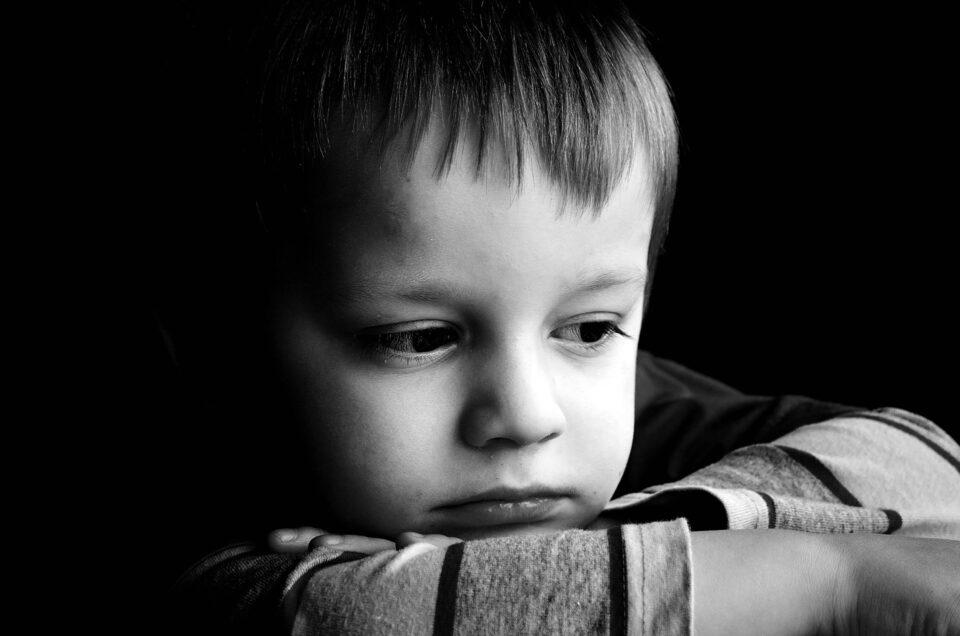 Совети за родителите: Како да му помогнете на своето дете ако забележите дека е тажно?