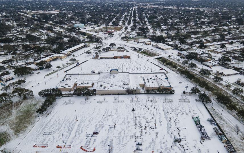 Осум милиони луѓе без струја во Тексас и Мексико по студениот бран