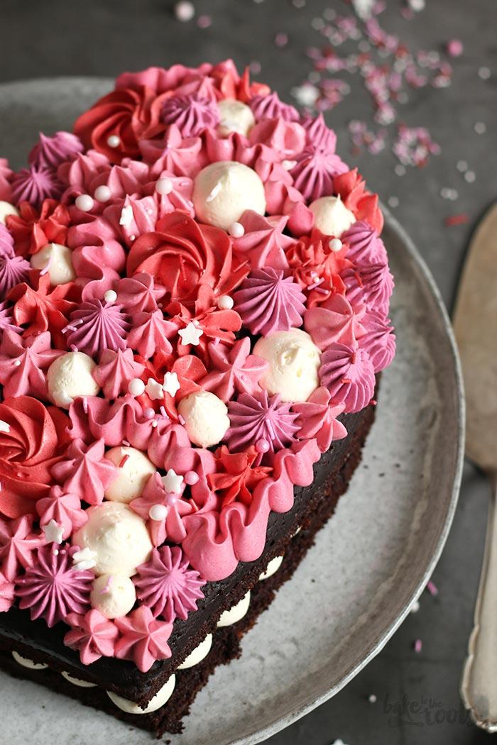 """Торта """"Чоколадно срце"""" со три вида чоколадо"""
