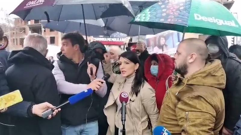 Српска политичарка доби кокошка во глава, кажала дека Вучиќ соработува со криминалци (ВИДЕО)