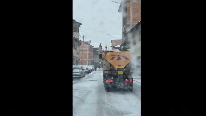 """ВИДЕО: Швајцарски """"Блик"""" објави за тетовската мизерија на чистење на улиците"""